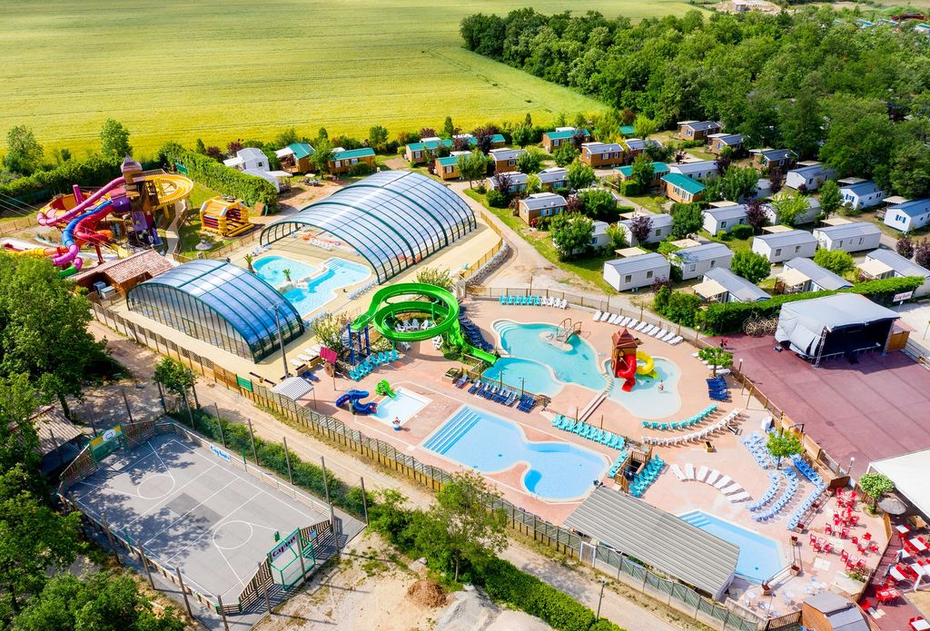 Camping grand lierne chabeuil rh ne alpes for Hotel piscine interieure rhone alpes