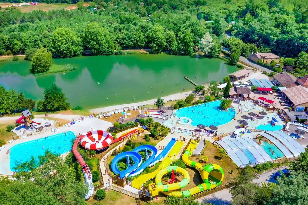 Camping moulinal biron aquitaine for Sun park piscine