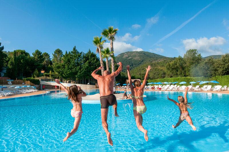 Camping pachaca d en bord de mer la m le provence for Automobile club de france piscine